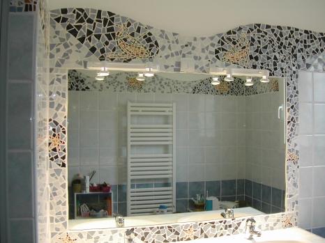 Mosaique tour miroir salle de bain for Pochoir salle de bain